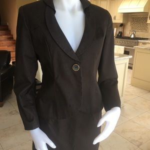 Cute brown suit! Non smoking house